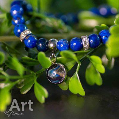 handgemaakte-armband-met-blauwe-lapis-lazuli-edelstenen-handgemaakte-sieraden.jpg