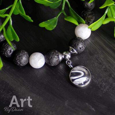 Handgemaakte armband met lavasteen en maansteen