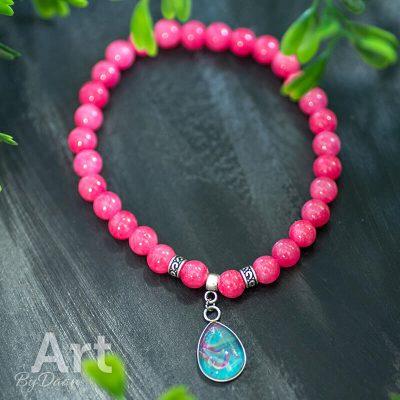 handgemaakte-armband-met-roze-jade-edelstenen-en-een-druppel-steen.jpg