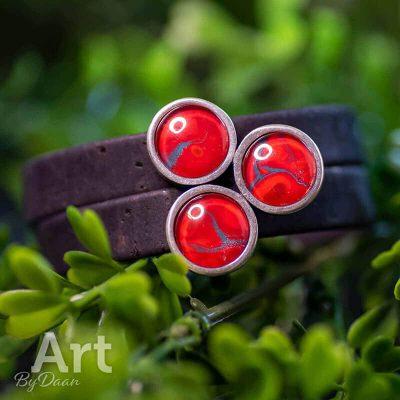handgemaakte-armband-met-vegan-leather-en-rode-stenen-handgemaakte-sieraden.jpg