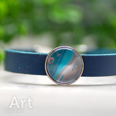handgemaakte-blauwe-leren-armband-rood-blauwe-steen-handgemaakt.jpg