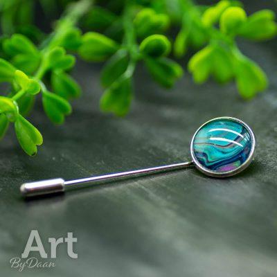 handgemaakte-dasspeld-of-broche-met-blauw.jpg