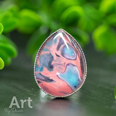 handgemaakte-druppel-ring-in-roze-en-blauw2.jpg