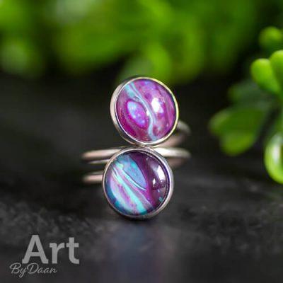 Handgemaakte dubbele ring met paars/blauwe steen