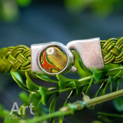 handgemaakte-groene-armband-met-goud-groene-steen-handgemaakte-sieraden.jpg