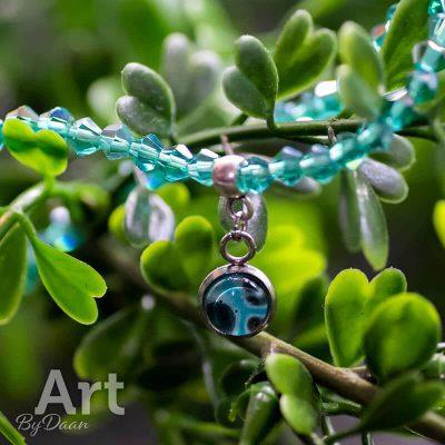handgemaakte-groene-kralenarmband-met-groene-bedel-handgemaakte-sieraden.jpg