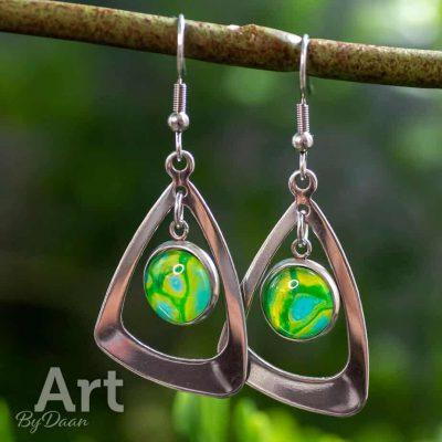 handgemaakte-groene-rvs-oorbellen.jpg
