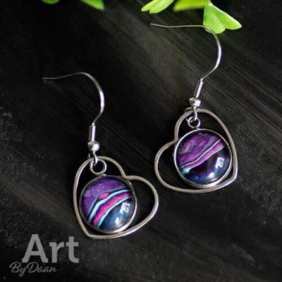 Handgemaakte hart oorbellen met paarse steen