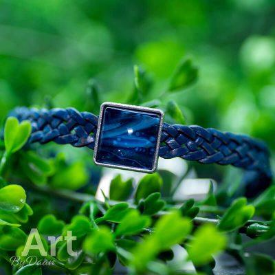 handgemaakte-herenarmband-met-blauwe-steen-en-stoere-sluiting-handgemaakte-sieraden2.jpg