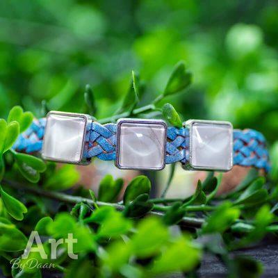 handgemaakte-herenarmband-met-lichtblauw-leer-en-witte-stenen-handgemaakte-sieraden2.jpg
