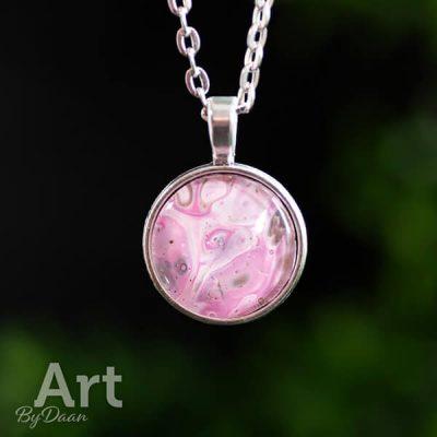 handgemaakte-ketting-roze-met-bruin.jpg