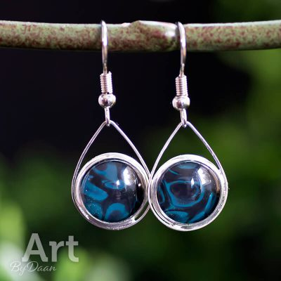handgemaakte-oorhangers-met-blauwe-stenen.jpg