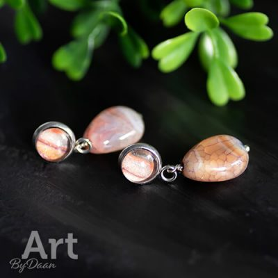 handgemaakte oorknopjes met oranje jade edelstenen
