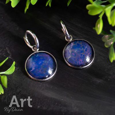 handgemaakte-oorringen-met-bedels-paars-blauw.jpg