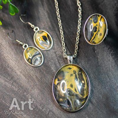 handgemaakte-ovale-sieradenset-met-geel-grijs-en-zwart-.jpg
