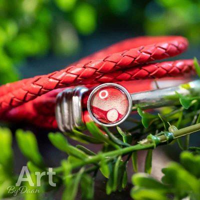 handgemaakte-rode-wikkelarmband-met-rode-steen.jpg
