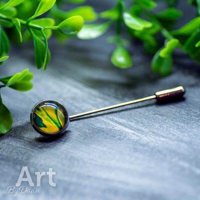 handgemaakte-speld-met-geel-groene-steen-handgemaakte-sieraden.jpg
