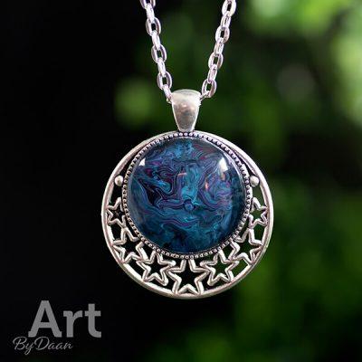 handgemaakte-spirituele-ketting-met-sterren-blauw-en-paars.jpg