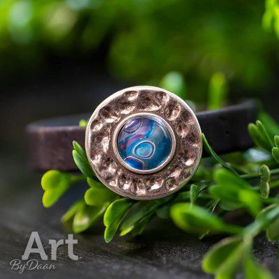 handgemaakte-veganistische-armband-van-kurk-met-blauwe-steen2.jpg