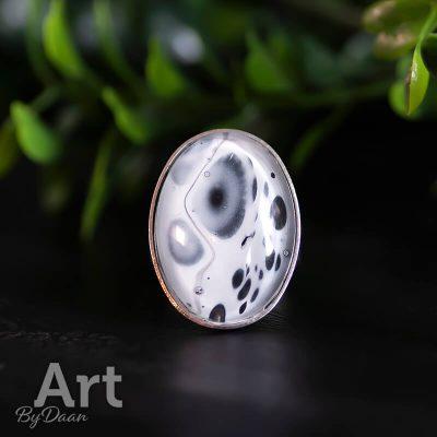 handgemaakte-zwart-witte-ovale-ring.jpg