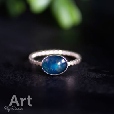 Unieke handgesmede ring met blauwe ovale steen maat 17,5
