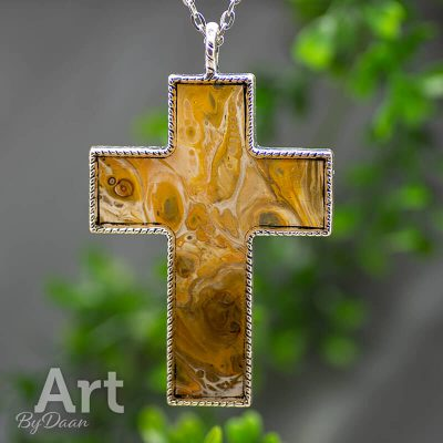 hanger-kruis-handgemaakte-gele-hanger-christelijk.jpg