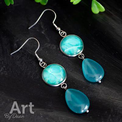 Jade oorbellen met kunstwerkje mintgroen