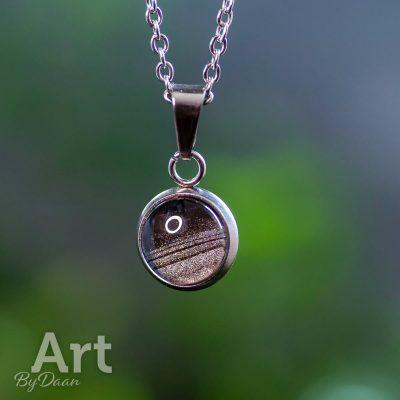 kleine-handgemaakte-rvs-hanger-zwart-zilver2.jpg
