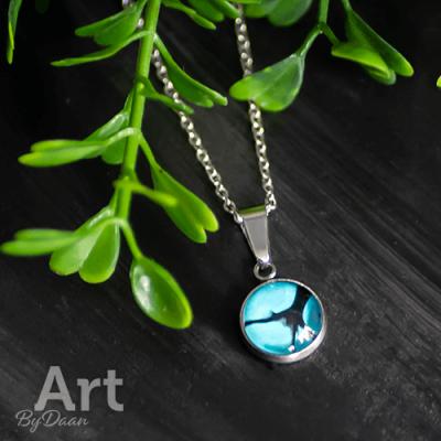 Kleine hanger met blauwe steen