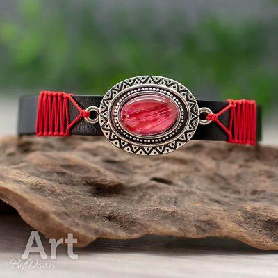 leren-armband-010-zwart-rode-steen-handgemaakt.jpg