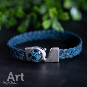 Minimalistische armband met gevlochten blauw leer