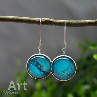 oorhangers-RVS-030-20mm-handgemaakte-oorbellen-blauw-met-goud.jpg