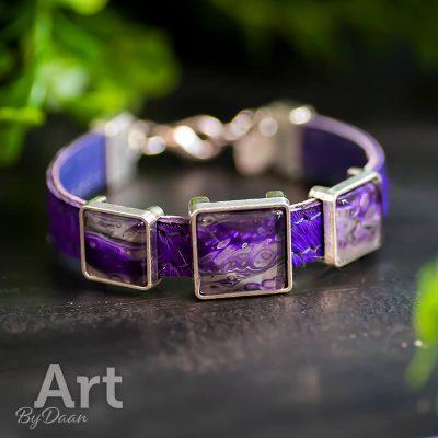 paarse-armband-van-leer-met-vierkante-stenen2.jpg