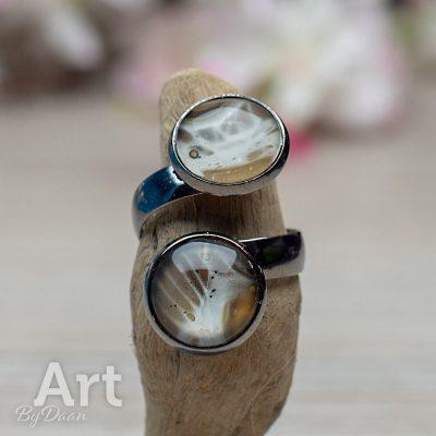 ring-dubbel-verstelbaar-030-12mm-bruin-met-creme-handgemaakte-sieraden.jpg