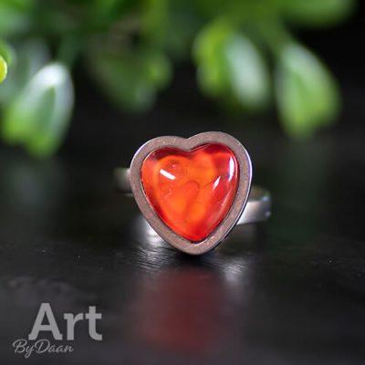 ring-met-rood-hartje-valentijn.jpg