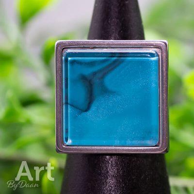 ring-met-vierkante-steen-blauw4.jpg