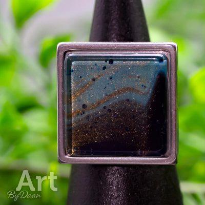 Handgemaakte Sieraden - RVS ring met vierkante steen blauw en goud 'Royal Ring'
