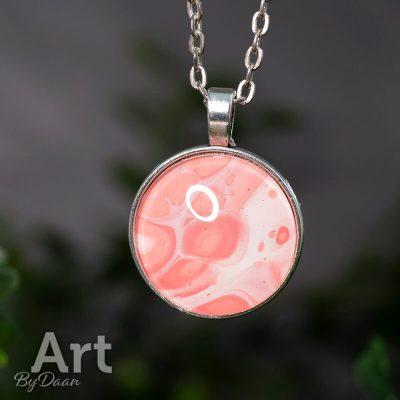 roze-hanger-handgemaakt-met-wit.jpg