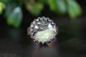 rvs-verstelbare-damesring-met-groene-steen.jpg