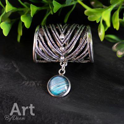 sjaalring-met-handgemaakte-bedel-blauw.jpg