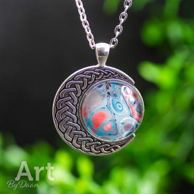 spirituele-maanhanger-met-blauw-rode-steen2.jpg