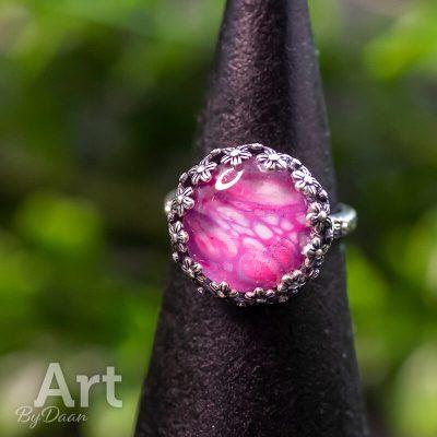 sterling-zilveren-verstelbare-damesring-met-parelmoer-roze-steen-handgemaakte-sieraden-1.jpg