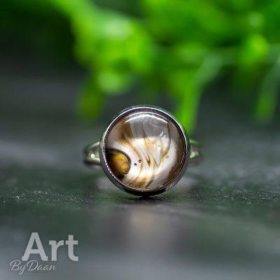 subtiele-handgemaakte-ring-met-geel-witte-steen4.jpg