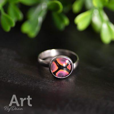 Subtiele ring met oranje steen