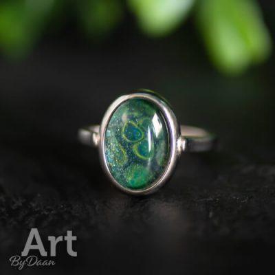 Unieke damesring met groene steen handgemaakt