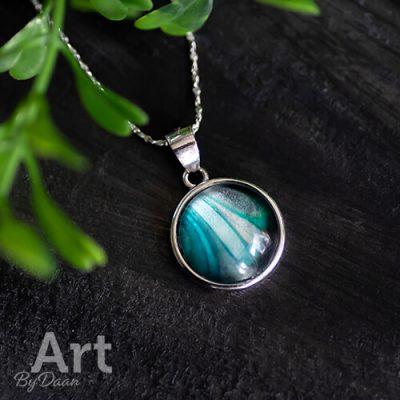 Unieke zilveren ketting met turquoise steen