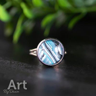 verstelbare-handgemaakte-damesring-met-blauwe-steen.jpg