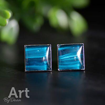 vierkante-oorbellen-met-blauwe-steen2.jpg