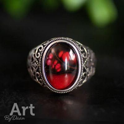 Zilveren handgemaakte herenring met rode steen