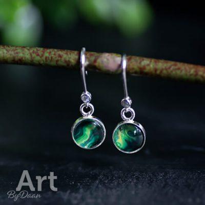 zilveren-oorbellen-met-groene-steen-en-swarovski-steentje2.jpg